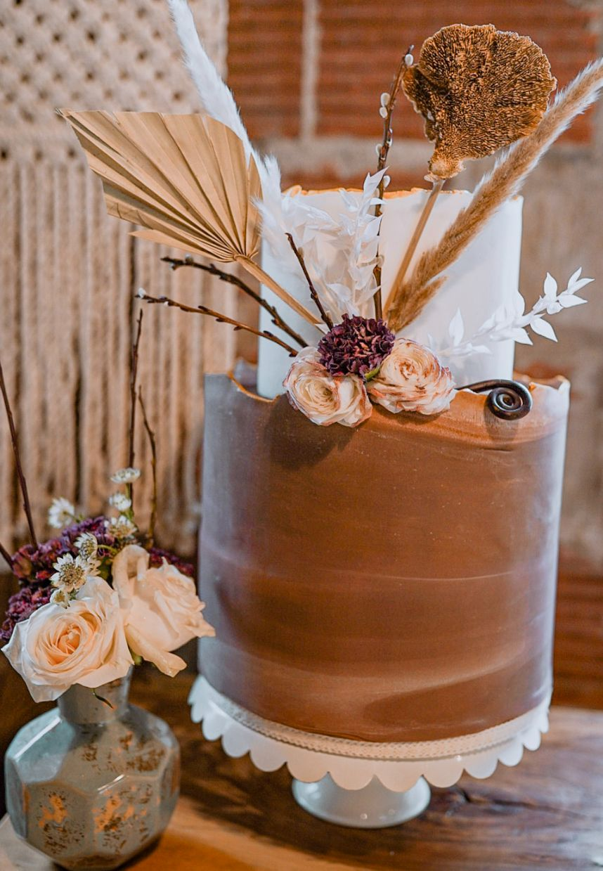 boho two-tier wedding cake